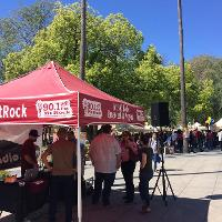 crowd of students around mt. rock booth