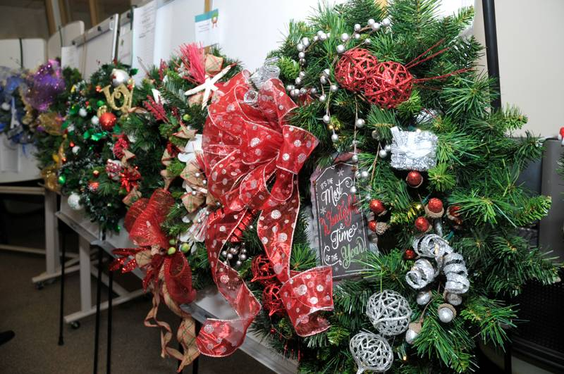 picture of Christmas wreaths