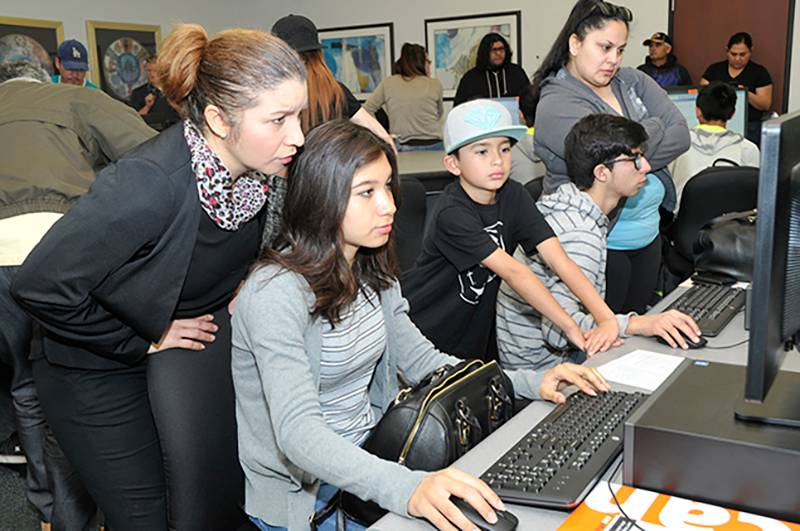 prospective students on a computer at a cash for college event